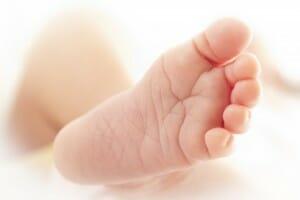 Plattfuß eines Babys (c) shutterstock MoiraFF